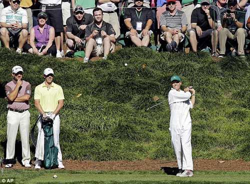 McIlroy khóa môi Wozniacki trên sân golf - 3