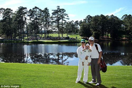 McIlroy khóa môi Wozniacki trên sân golf - 8