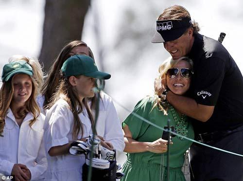 McIlroy khóa môi Wozniacki trên sân golf - 7