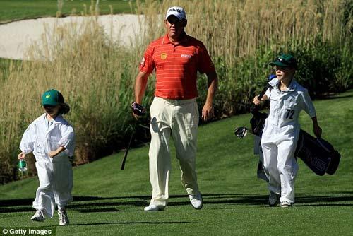 McIlroy khóa môi Wozniacki trên sân golf - 10