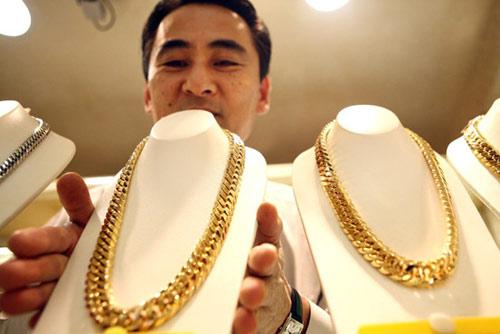 Người Nhật rồng rắn đi bán vàng - 1