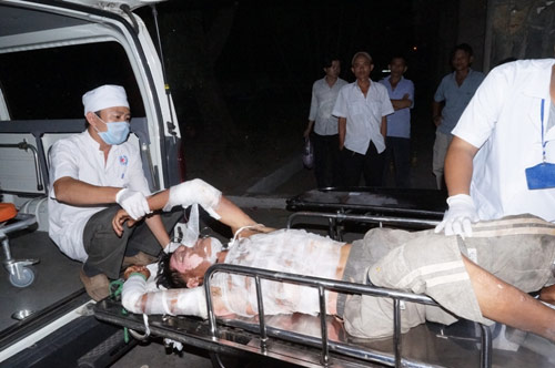 Bình gas mini phát nổ, 2 vợ chồng bỏng nặng - 2