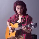 Ngôi sao điện ảnh - Tiêu Châu Như Quỳnh mộc mạc với acoustic