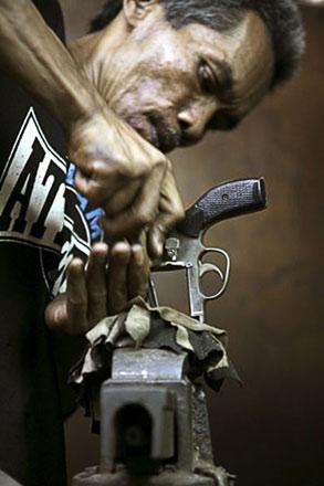 Đột nhập thế giới súng phi pháp - 1