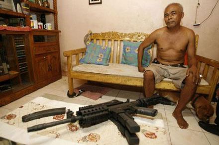 Đột nhập thế giới súng phi pháp - 5