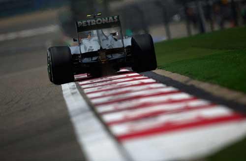 Phân hạng Chinese GP: Cú ăn ba của Hamilton - 1