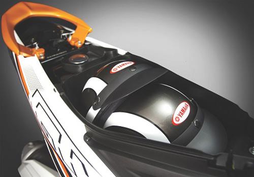 Yamaha tung xe ga Luvias GTX Fi - 4