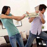 Bạn trẻ - Cuộc sống - Vợ chồng trục trặc vì tiền