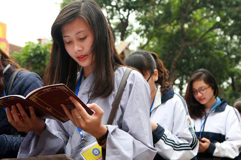 Học sinh đến chùa... hỏi thi đại học - 8