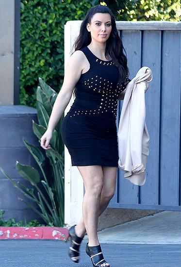 Đỏm dáng như bà bầu Kim Kardashian - 13