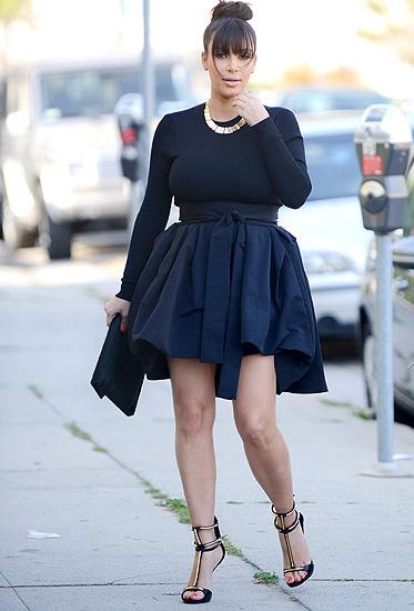 Đỏm dáng như bà bầu Kim Kardashian - 14