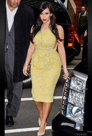 Đỏm dáng như bà bầu Kim Kardashian - 2