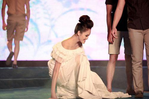 Khi mẫu Việt đổ rạp trên sàn diễn - 8