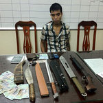 """An ninh Xã hội - NK141: """"Nhặt"""" được vali chứa súng, đạn, đao"""