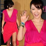Thời trang - Mỹ nhân Hàn gợi cảm hút mắt với váy cổ V