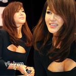Tin tức thời trang - Sao Hàn phô diễn thềm ngực sexy tuổi 44