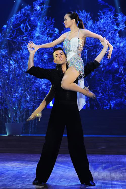 Bước nhảy Hoàn vũ: Dù kín vẫn đẹp & sexy - 16