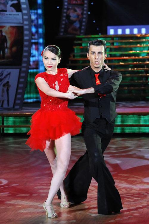 Bước nhảy Hoàn vũ: Dù kín vẫn đẹp & sexy - 12