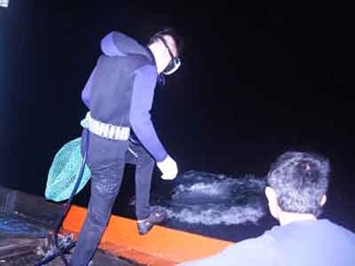 Một đêm lặn biển cùng ngư dân Lý Sơn - 2