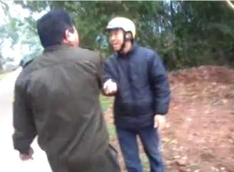Dân phòng tát bôm bốp vào mặt dân - 1