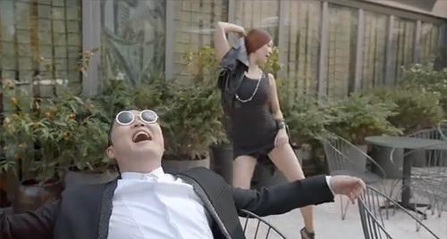 MV mới của cha đẻ Gangnam Style quá bạo - 9