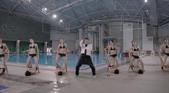 MV mới của cha đẻ Gangnam Style quá bạo - 8