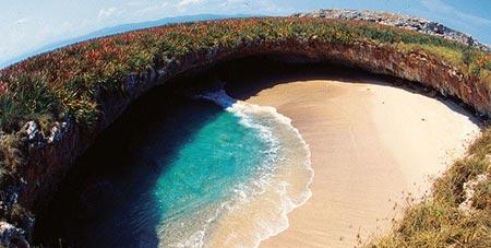 Thăm bãi biển tuyệt đẹp nằm dưới hố sâu - 4