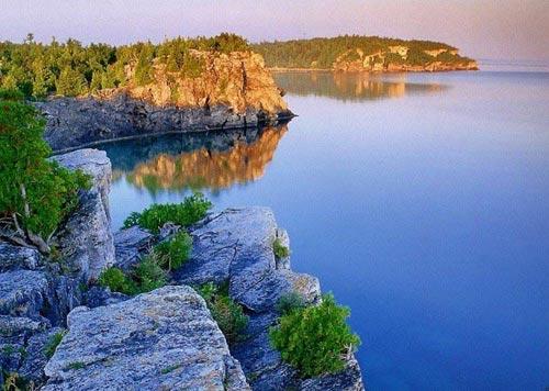 'Khe nứt trái đất' biến thành hồ nước tuyệt đẹp - 2