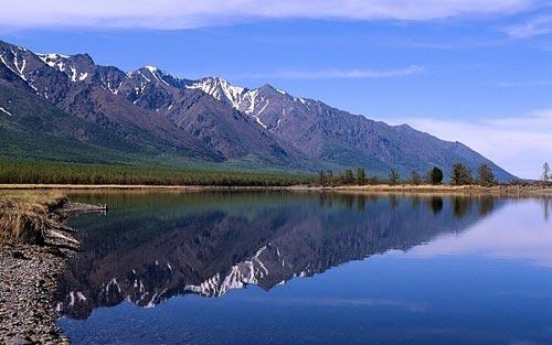 'Khe nứt trái đất' biến thành hồ nước tuyệt đẹp - 3