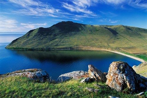 'Khe nứt trái đất' biến thành hồ nước tuyệt đẹp - 5