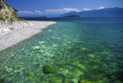 'Khe nứt trái đất' biến thành hồ nước tuyệt đẹp - 6