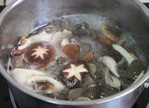 Mách bạn cách nấu canh nấm mát lành - 7