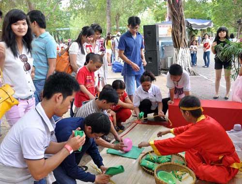 TPHCM: Tưng bừng lễ Giỗ Tổ Hùng Vương - 9