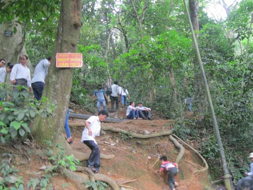 Xé rào, leo dốc dâng hương đền Hùng - 2