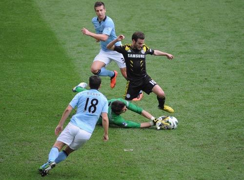Liverpool - Chelsea: So tài Suarez-Mata - 1