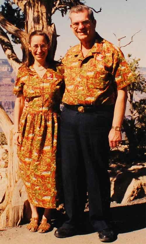 Vợ chồng 35 năm chỉ mặc áo cặp - 1