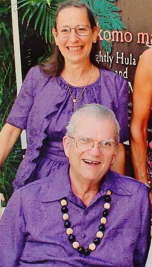 Vợ chồng 35 năm chỉ mặc áo cặp - 4
