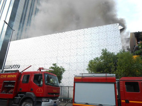 Cháy lớn tại bar Ba Rốc Cô nổi tiếng SG - 1