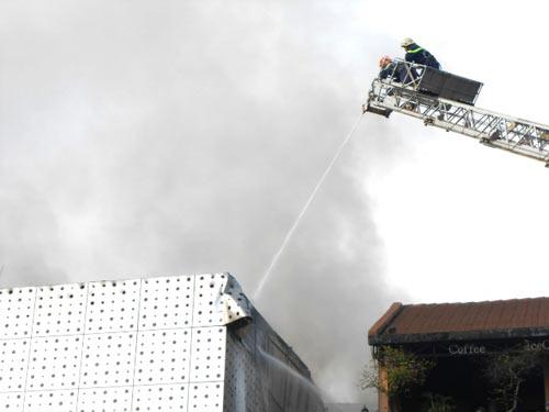 Cháy lớn tại bar Ba Rốc Cô nổi tiếng SG - 4