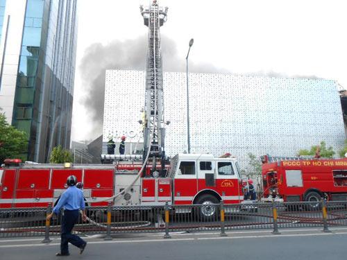 Cháy lớn tại bar Ba Rốc Cô nổi tiếng SG - 5