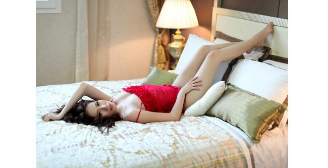 Chung Thục Quyên luôn bắt người xem chú ý bởi những tấm hình khoe nội y, bán nude