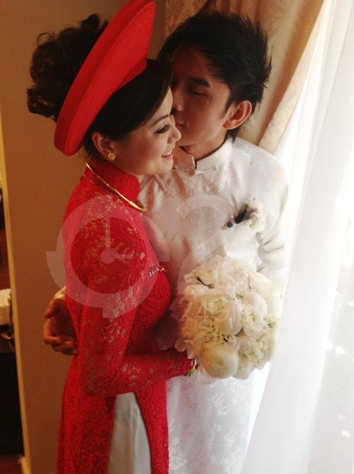 Đan Trường mặc áo dài hôn cô dâu Thủy Tiên - 1