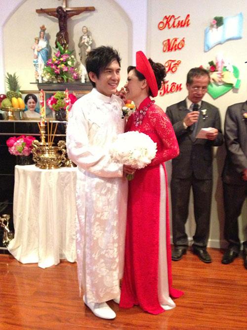Đan Trường mặc áo dài hôn cô dâu Thủy Tiên - 6
