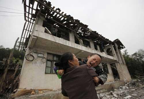 Ảnh: Những người không nhà sau động đất ở TQ - 2