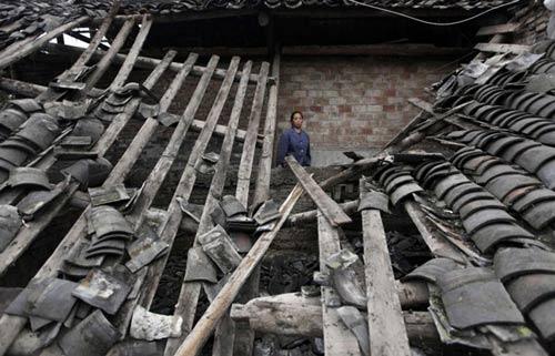 Ảnh: Những người không nhà sau động đất ở TQ - 5