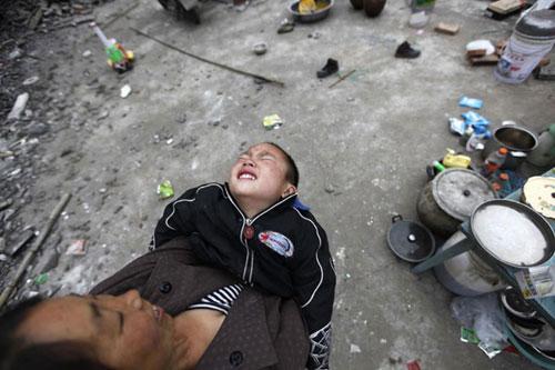 Ảnh: Những người không nhà sau động đất ở TQ - 6