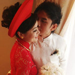 Ca nhạc - MTV - Đan Trường mặc áo dài hôn cô dâu Thủy Tiên