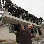 Tin tức trong ngày - Ảnh: Những người không nhà sau động đất ở TQ