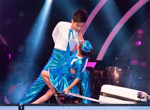 Vũ công giả gái gây sốt VN's Got Talent - 16