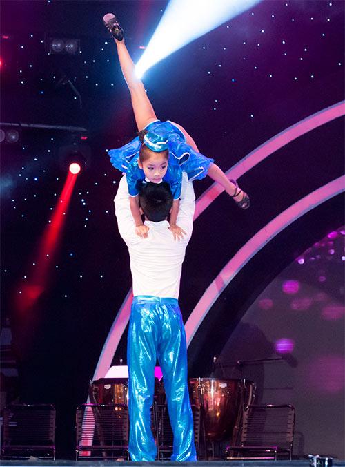 Vũ công giả gái gây sốt VN's Got Talent - 17